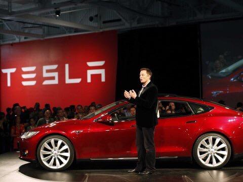 Tesla modello S con Elon Musk